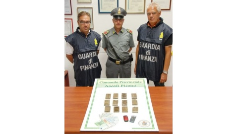 sequestro hashish guardia di finanza